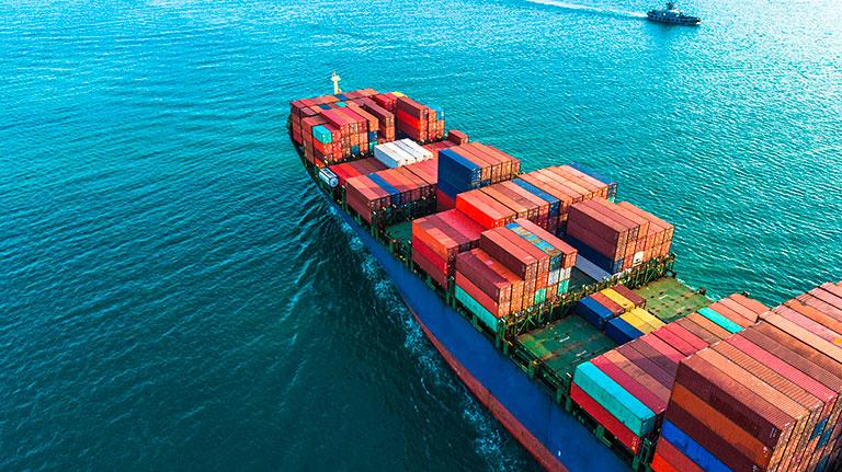 Buque con containers para exportar