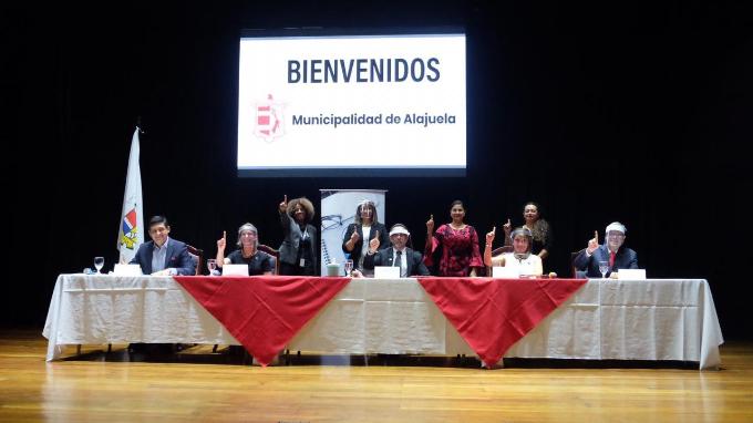 Firma de convenio VUI-Municipalidad de Alajuela. Jerarcas representantes de MEIC, COMEX, PROCOMER y Municipalidad