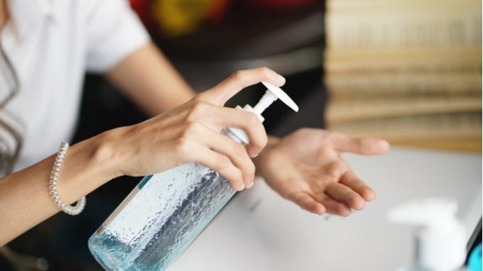 Dispensador de alcohole en gel.