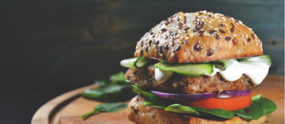 Hamburguesa con torta de carne vegana